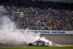 比赛获胜者 Brad Keselowski, Penske福特车队
