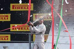 Podium: le vainqueur Lewis Hamilton
