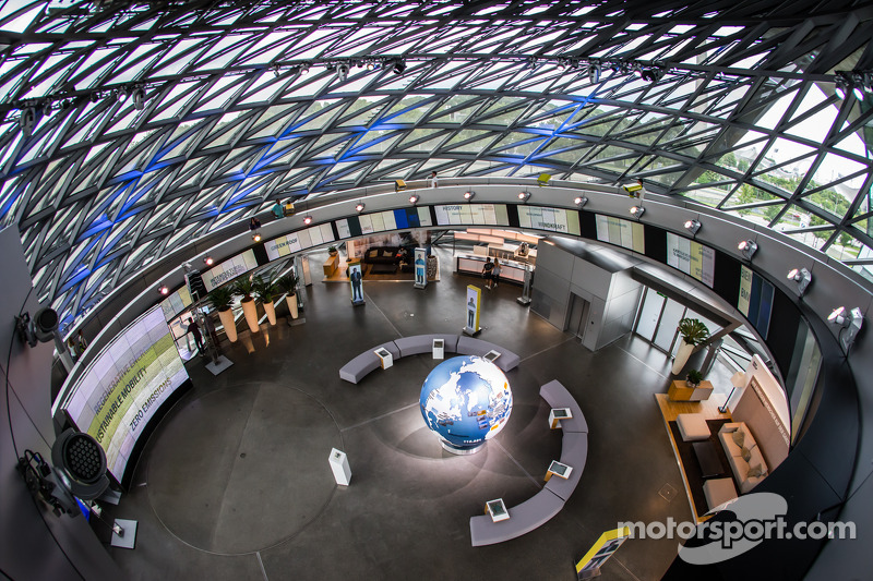 BMW Welt: çift cam koni