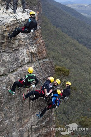 Craig Lowndes, Mark Winterbottom, Scott McLaughlin, Tim Slade, Nick Percat e David Reynolds, em Blue Mountains, oeste Sydney