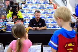A.J. Allmendinger, JTG Daugherty Racing Chevrolet en visite au Kansas