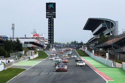 Largada: #1 Hofor Racing Mercedes SLS AMG GT3: Michael Kroll, Role Eggimann, Kenneth Heyer, Christia