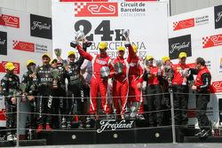 总领奖台:比赛获胜者Jiri Pisarik, Jaromir Jirik, Matteo Malucelli, Peter Kox;第二名Jonathan Sicart, Nicolas Cadei