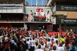 Podio geral: Vencedores da corrida Jiri Pisarik, Jaromir Jirik, Matteo Malucelli, Peter Kox; segundo