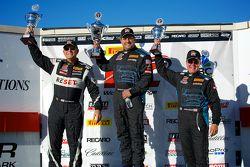 GTS Winnaarspodium: Jack Baldwin (tweede, links), Nick Esayian (eerste, midden), en Drew Regitz (der