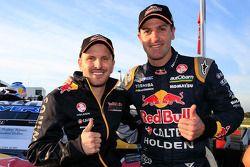 Kwalificatie race 2-winnaars Paul Dumbrell en Jamie Whincup