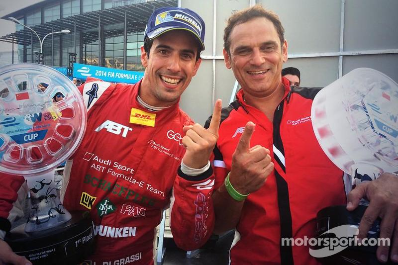 Ganador de la carrera Lucas di Grassi con Hans-Jürgen Abt