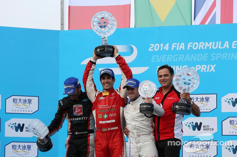 Podio: ganador de la carrera Lucas di Grassi, segundo, Franck Montagny, y el tercero, Sam Bird