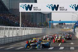 Start: Nicolas Prost leads