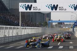 Inicio: Nicolas Prost lidera