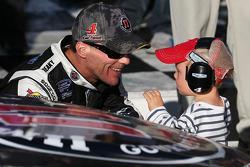 Vainqueur: Kevin Harvick avec son fils Keelan
