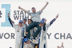 Vencedores Sébastien Ogier e Julien Ingrassia, segundo lugar Jari-Matti Latvala e Miikka Anttila, te