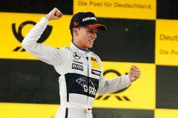 Vencedor da corrida Pascal Wehrlein, Mercedes AMG DTM-Team HWA DTM Mercedes AMG C-Coupé