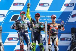 Podio: carrera ganador Valentino Rossi, segundo lugar Jorge Lorenzo, Dani Pedrosa el tercer lugar
