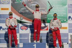 Podium: race winner Lance Stroll, second place Takashi Kasai, third place Brandon Maisano