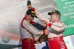 领奖台: 比赛获胜者 Lance Stroll, 第二名 Takashi Kasai