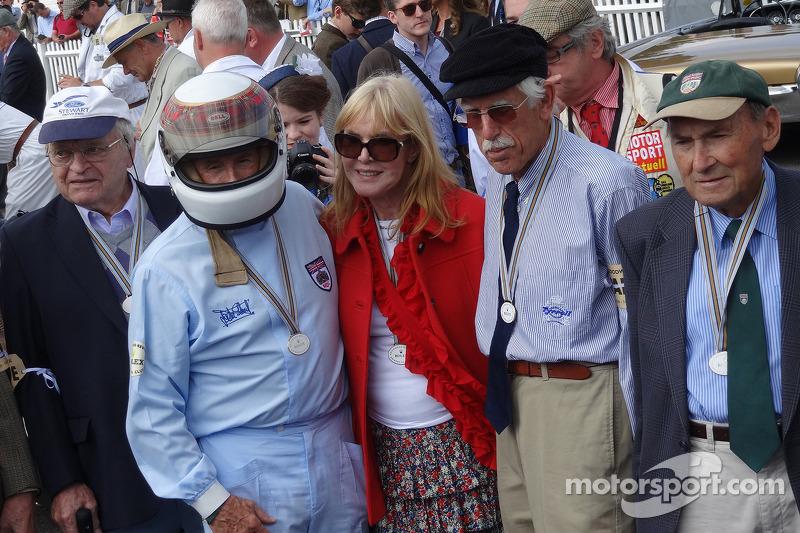 Jackie Stewart e vecchi meccanici riuniti