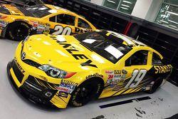 DeWalt va sponsoriser la voiture n°20, et Stanley la voiture n°19 lors de certaines courses 2015
