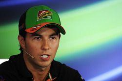 Sergio Pérez lors de la conférence de presse FIA