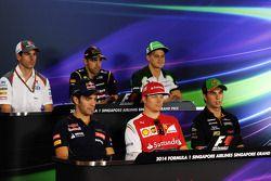 国际汽联新闻发布会:阿德里安·苏蒂尔, 索伯车队; 帕斯托·马尔多纳多, 路特斯F1车队; 马库斯·埃里克森, 卡特汉姆; 让-埃里克·维尼, 红牛青年队; 基米·莱库宁, 法拉利; 塞尔吉奥·佩雷斯
