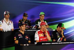 Kimi Raikkonen, Ferrari, Jean-Eric Vergne, Scuderia Toro Rosso, Sergio Pérez, Sahara Force India F1,