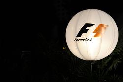 Globo de la F1 en el paddock