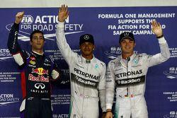 Ganador de la pole position Lewis Hamilton y el segundo puesto Daniel Ricciardo y tercer puesto Nico