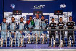 LM GTE Am 组领奖台:保罗·达拉·拉纳,佩德罗·拉米,克里斯托弗·尼加德,第二名克里斯蒂安·鲍尔森,大卫·海因纳迈尔·汉森,里奇·斯坦纳威,第三名克里斯蒂安·里德,克劳斯·巴切勒,哈立德·阿尔