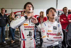 L'espressione di Miguel Faisca e Katsumasa Chiyo quando Wolfgang Reip esce di pista