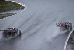 #99 ART Grand Prix McLaren MP4-12C: Andy Soucek, Kevin Korjus, Kevin Estre lidera à frente do #1 Bel