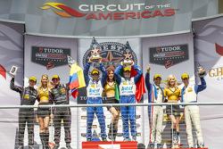 P1领奖台: 获胜者 Scott Pruett, Memo Rojas, 第二名 Alex Brundle, Gustavo Yacaman, 第三名 Christian Fittipaldi, Joao Barbosa