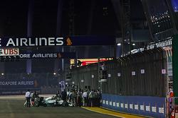 Nico Rosberg, Mercedes AMG F1 W05 non riesce a lasciare la griglia nel giro di formazione