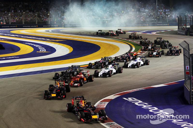 Sebastian Vettel, Red Bull Racing RB10 at the start of the race