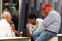 Niki Lauda, Mercedes Presidente no ejecutivo y Toto Wolff, Mercedes AMG F1 accionista y Director Ejecutivo