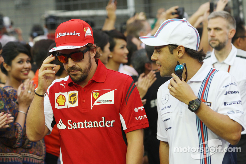 Fernando Alonso, Ferrari ve Felipe Massa, Williams pilot geçiş töreninde