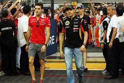 Jules Bianchi, Marussia F1 Team y Pastor Maldonado, Lotus F1 Team en el desfile de pilotos