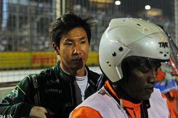 Kamui Kobayashi, Caterham retirado de la carrera en la vuelta de formación