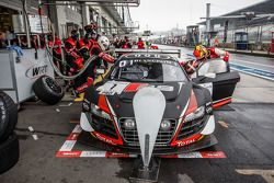Pit stop para o # 1 Belgian Audi Club Equipe WRT Audi R8 LMS Ultra: Cesar Ramos, Laurens Vanthoor, C