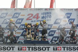 Podium: racewinnaars Vincent Philippe, Anthony Delhalle, Erwan Nigon, tweede plaats David Checa, Ken