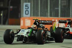 塞尔吉奥·佩雷斯, 印度力量F1 VJM07赛车,和一个损坏的前翼