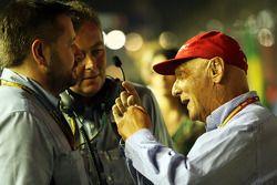 保罗·亨贝里, 倍耐力赛车运动总监,和Mario Isola, 倍耐力赛事经理,和尼基·劳达, 梅赛德斯车队非执行主席