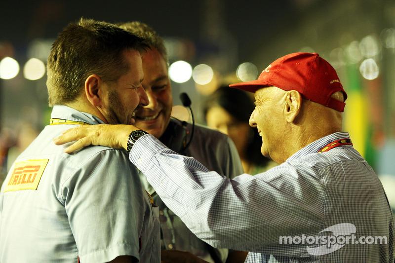 Paul Hembery, Pirelli Motorsport Director Mario Isola, Manager de carreras de Pirelli y Niki Lauda,