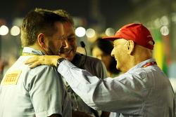 Paul Hembery, Pirelli Motorsport Director Mario Isola, Manager de carreras de Pirelli y Niki Lauda, Mercedes no - Presidente Ejecutivo