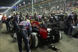 Daniel Ricciardo, Red Bull Racing RB10 en la parrilla