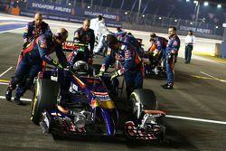 Daniil Kvyat, Scuderia Toro Rosso STR9 and Jean-Eric Vergne, Scuderia Toro Rosso STR9 on the grid