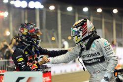Sebastian Vettel (2e) et Lewis Hamilton, vainqueur de la course, dans le parc fermé