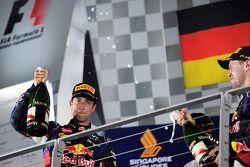 Daniel Ricciardo sur le podium avec Sebastian Vettel