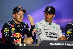 Sebastian Vettel et Lewis Hamilton lors de la conférence de presse FIA