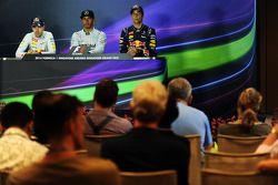赛后国际汽联新闻发布会:塞巴斯蒂安·维特尔,红牛车队, 第二名;刘易斯·汉密尔顿, 梅赛德斯AMG F1车队, 比赛获胜者;丹尼尔·里卡多, 红牛车队, 第三名