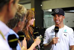 Lewis Hamilton, Mercedes AMG F1 with Suzi Perry, BBC F1 Presenter; Eddie Jordan, BBC Television Pund